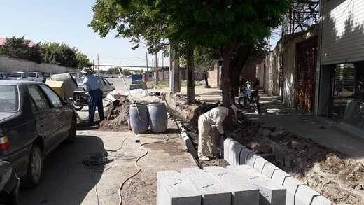 اجرای عملیات جدول کشی خیابان شهید همراه با ۸۵ درصد پیشرفت فیزیکی