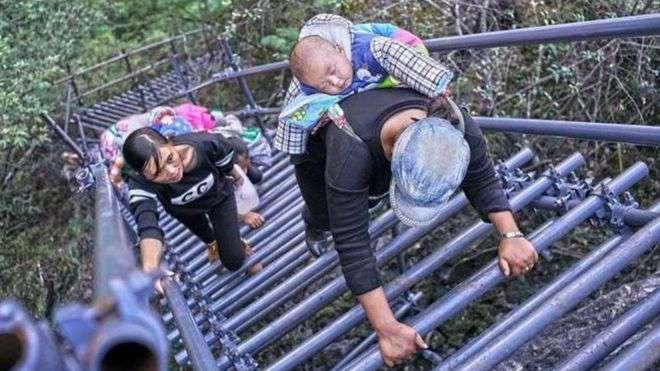 روستای صخرهای ۸۰۰ متری در چین