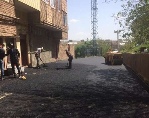 تداوم اجرای ۱۶۰ تن آسفالت ریزی در مسیر خیابان شهید بهشتی