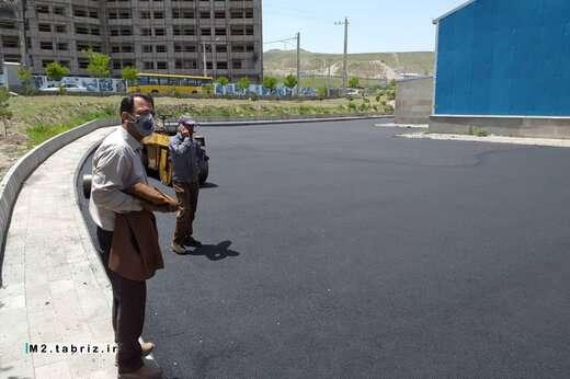آسفالت ریزی محوطه مقابل سالن ورزشی شهید صادق عدالت اکبری