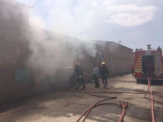 آتش به جان کارگاه مبل سازی در روستای شیخ حسن افتاد