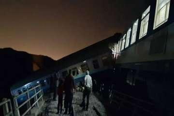 خروج از خط قطار مسافری در محور همدان- مشهد