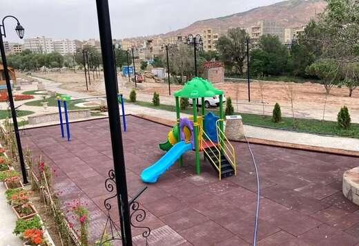 نصب کفپوش و جداول گرانولی محل بازی کودکان در پارک بزرگ سلامت