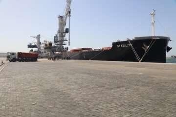 سومین محموله گندم اهدایی هند به افغانستان در چابهار پهلو گرفت