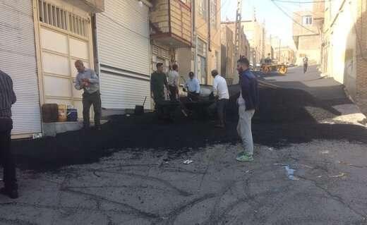 اجرای ۷۰ تن آسفالت ریزی مسیر احمداباد در راستای توانمندسازی محلات کم برخوردار