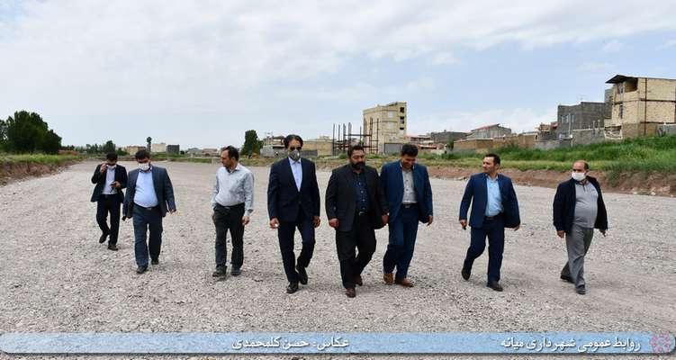 بازدید شهردار و اعضای شورای اسلامی شهر میانه از پیشرفت عملیات احداث کمربندی جنوبی (بلوار سیدسجاد حججی)