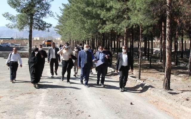 بازدید اعضای شورای شهر و شهردار بیرجند از بهسازی پارک جنگلی