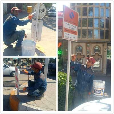 عملیات رنگ آمیزی پایه تابلوهای راهنمایی سطح شهر خواف