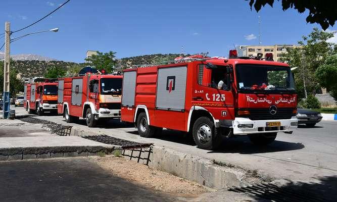 حضور یک تیم متخصص از آتش نشانان تهرانی در یاسوج