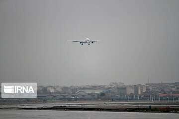 لاستیک هواپیما روی باند فرودگاه شیراز ترکید