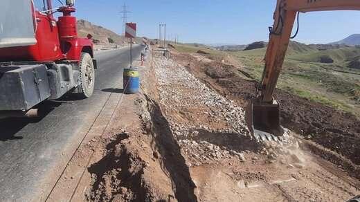 تداوم عملیات تعریض جاده آناخاتون - اسپیران