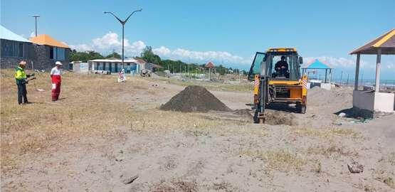 آماده سازی طرح ساحلی شهرداری جهت کاشت درخت و توسعه فضای سبز شهر