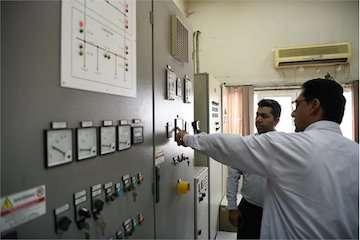 تعمیر فنی دو دستگاه دیزل ژنراتور نیروگاه برق اضطراری در بندر امام(ره)/ اتکاء به توان داخلی برای ساخت و نصب قطعات