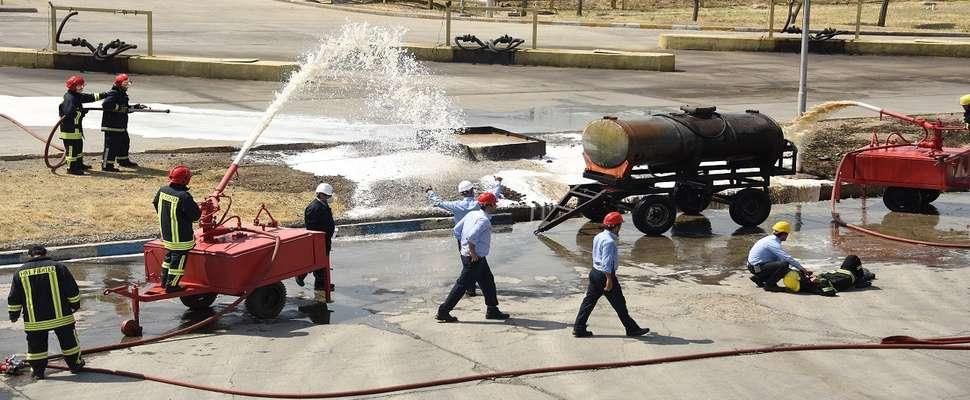 در نیروگاه شهید رجایی برگزار شد؛ مانور مقابله با آتش سوزی در ایستگاه تخلیه سوخت