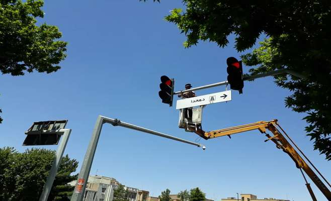 نصب بیش از 30تابلوی آویز راهنمای مسیر در تقاطع ها