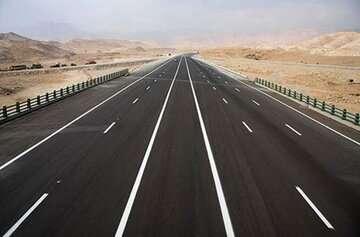 معاون وزیر : طرحهای کریدور مرکزی اولویت وزارت راهوشهرسازی است