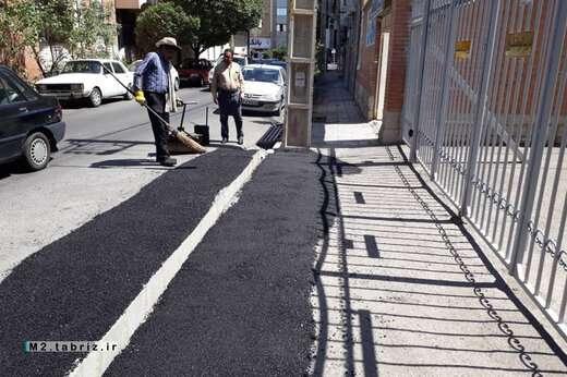 انجام لکه گیری آسفالت در چندین مسیر تحت پوشش شهرداری منطقه ۲ تبریز