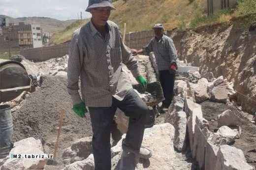 اجرای عملیات کف سازی محوطه پارک کودک