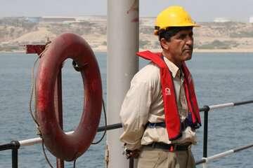 نیروی دریایی ارتش پشتیبان دریانوردان است