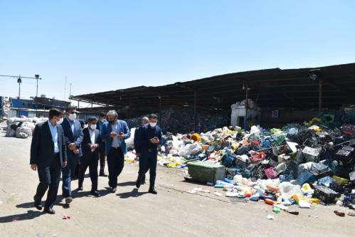 انبارهای جمع آوری ضایعات بازیافتی در مجتمع صنعتی بازیافت تجمیع می  ...