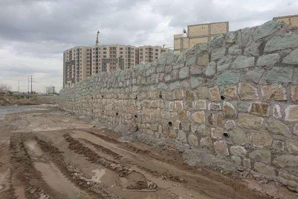 فاز نخست دیوار سنگی حاشیه رودخانه نواب 80 درصد رشد فیزیکی داشته است
