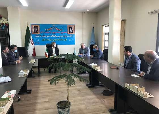 بمناسبت هفته قوه قضائیه صورت پذیرفت: دیدار رئیس و اعضای شورای اسلامی شهر دامغان با دادستان شهرستان دامغان