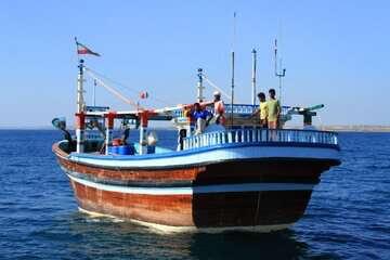شناورهای ایرانی در ساحل دوبی بلاتکلیف هستند