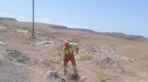 اجرای عملیات پاکسازی زمین های بایر در شهرداری منطقه ۶ تبریز