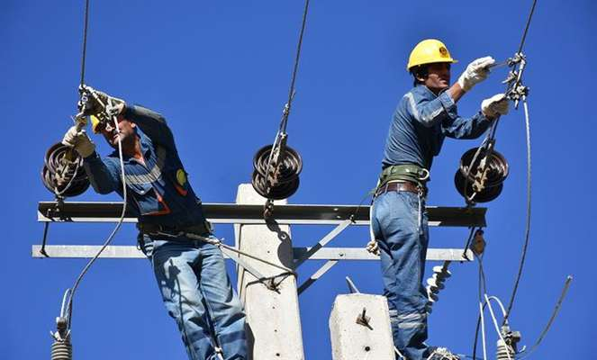 اصلاح شش کیلومتر از شبکه  برق 11 روستا در دنا