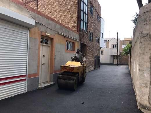 توزیع ۳۰ تن آسفالت در کوچه موسوی خیابان امام دوست