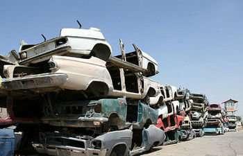 جمع آوری بیش از ۱۷۰ دستگاه خودروی فرسوده و رها شده در سطح شهر