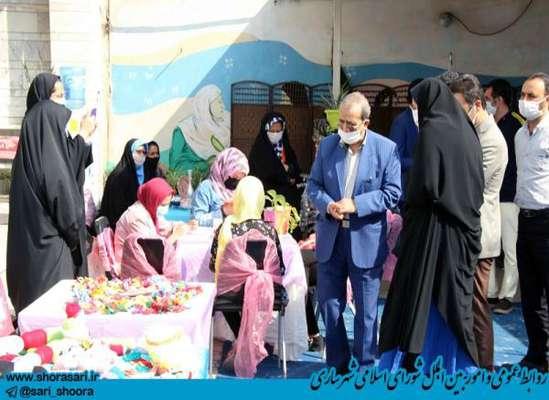بازدید علیجان شمشیربند رئیس شورای اسلامی شهر ساری از نمایشگاه کارآفرینی و توسعه مشاغل خانگی خانه شهروندی قدس 18 تیرماه 1399