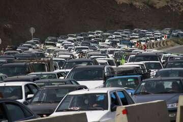 ترافیک در آزادراه کرج - تهران و جاده شهریار سنگین است