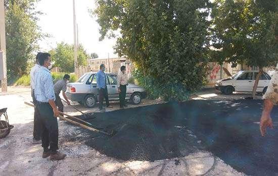 اجرای عملیات آسفالت پل جوی آب واقع در خیابان شهید دستغیب