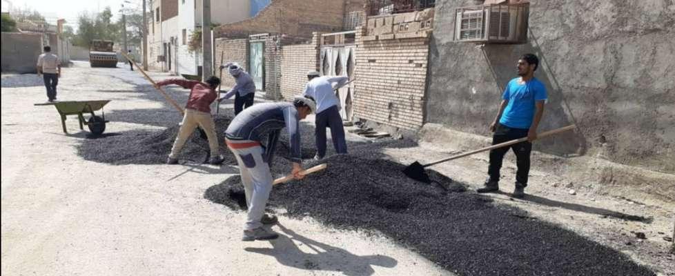 آغاز عملیات اجرایی آسفالت نوارهای حفاری معابر کوی غفار نصیری توسط شهرداری خرمشهر
