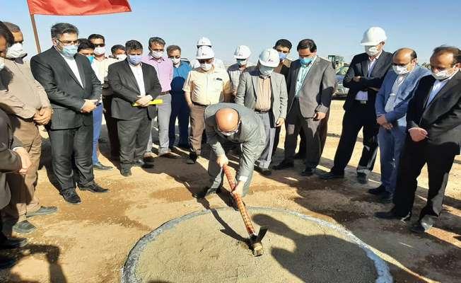 کلنگ ساخت نیروگاه خورشیدی حرارتی یزد به زمین زده شد