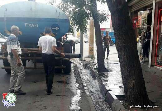 شستشو و لایروبی آبروهای خیابان آزادی حد فاصل چهارراه لاله تا ابوریحان