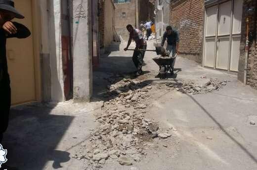 عملیات توزیع آسفالت و ساماندهی کوچه میر علی اصغر واقع در سیلاب قوشخانه به میزان ۴۰ تن