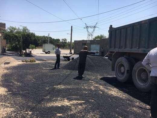آغاز عملیات آسفالت ریزی در خیابان فجر محله قراملک