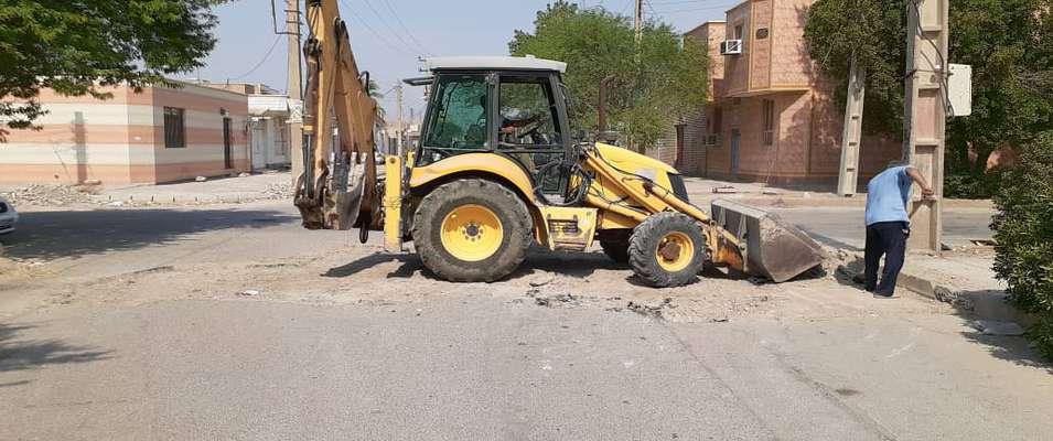 زیرسازی خیابان داودی و آماده سازی جهت لکه گیری آسفالت توسط شهرداری خرمشهر