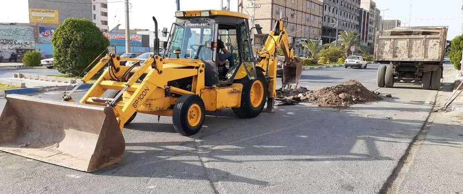 زیرسازی و آماده سازی خیابان نقدی جهت لکه گیری آسفالت