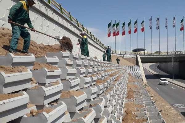 پروژه دیوار سبز بتنی تقاطع نخبگان در دست اجراست