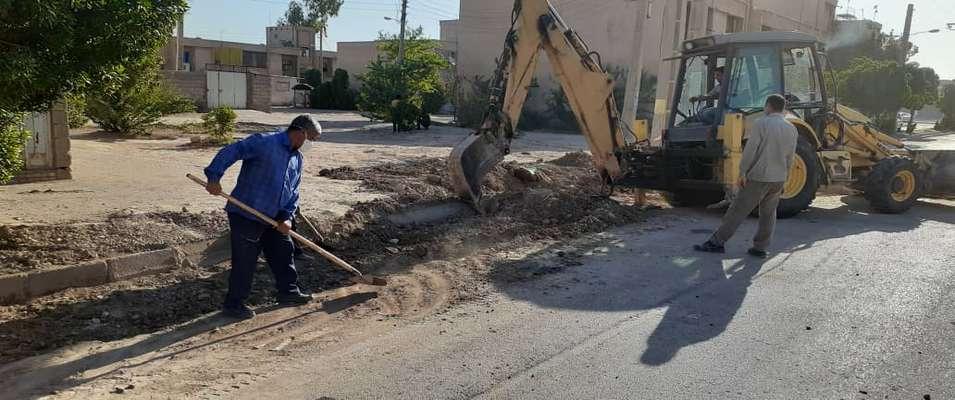 زیرسازی معابر کوی سوم خرداد و آماده سازی جهت لکه گیری آسفالت توسط شهرداری خرمشهر