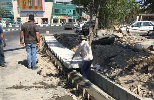اجرای عملیات جدول گذاری در پروژه تعریض معبر بلوار ۲۹ بهمن