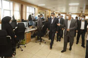 وزیر راه و شهرسازی از خبرگزاری ایرنا بازدید کرد