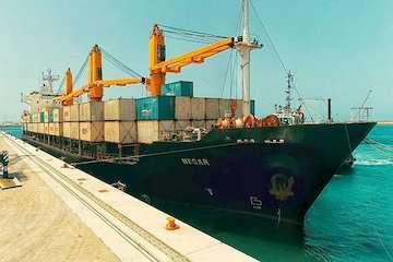 انجام عملیات تخلیه هفتمین محموله گندم اهدایی هند به افغانستان در بندر چابهار