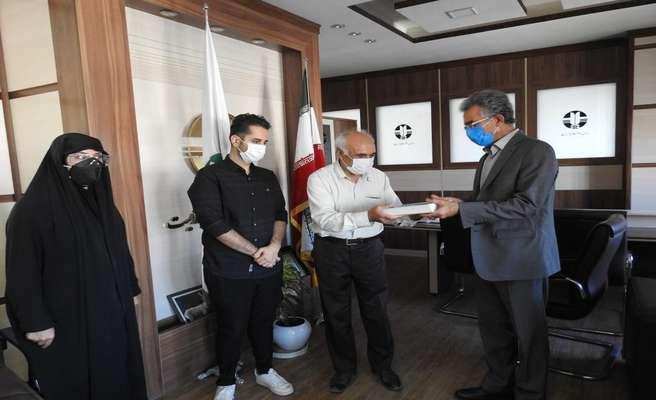اهدای صد جلد کتاب با موضوع محیط زیست به اداره کل حفاظت محیط زیست کرمانشاه