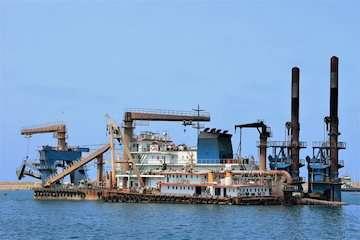 اتمام عملیات لایروبی کانالهای داخلی و خارجی بندر بوشهر/ آغاز عملیات اجرایی احداث اسکله مسافری/ مسافران از بوشهر به خارک و قطر سفر خواهند کرد