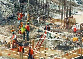 کارگران ساختمانی در هندیجان بیمه نمیشوند