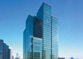 نمای اکثر ساختمانهای دولتی شیشهای و ناایمن در برابر زلزله است